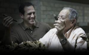 José O und Jorge Padrón beim Cigarrerauchen