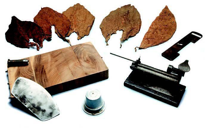 Blätter für die Einlage (Tripa Larga) und Werkzeuge eines Torcedors